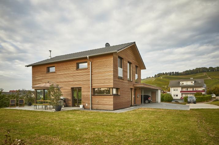 D 159 - Fassade als Holzfassade in Rautenschalung