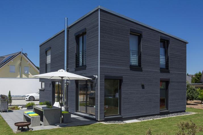 Kundenhaus Emmingen-Liptingen - anthrazitfarbene Holzfassade