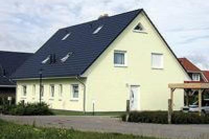individuell geplant bis zu drei wohneinheiten unter einem dach. Black Bedroom Furniture Sets. Home Design Ideas