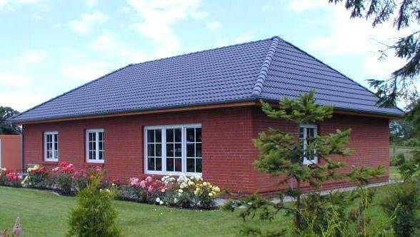 individuell geplant bungalow offenes wohnen auf einer ebene. Black Bedroom Furniture Sets. Home Design Ideas