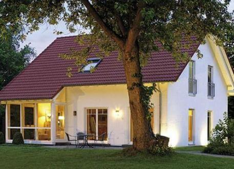 ...individuell geplant ! - Durchdachtes Familienhaus mit Wintergarten über Eck - www.jk-traumhaus.de