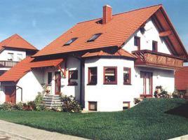 ...individuell geplant ! - Einfamilienhaus mit Runderker und Balkon - www.jk-traumhaus.de