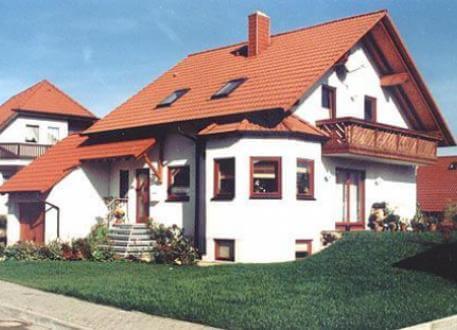 Landhaus ...individuell geplant ! - Einfamilienhaus mit Runderker und Balkon - www.jk-traumhaus.de