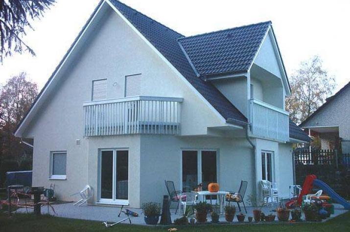 ...individuell geplant ! - Einfamilienhaus mit drittem Giebel und zwei Balkonen - www.jk-traumhaus.de - vorschau