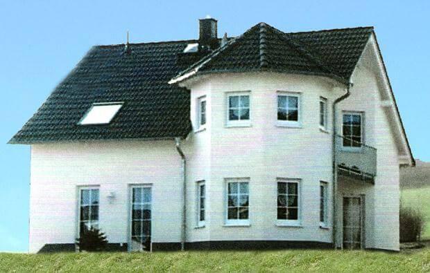 individuell geplant einfamilienhaus mit romantischem t rmchen. Black Bedroom Furniture Sets. Home Design Ideas
