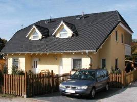 ...individuell geplant ! - Hübsches Doppelhaus mit Winkeln, Gauben und Balkon - www.jk-traumhaus.de