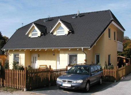 Zweifamilienhaus ...individuell geplant ! - Hübsches Doppelhaus mit Winkeln, Gauben und Balkon - www.jk-traumhaus.de