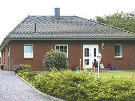 ...individuell geplant ! - Klassischer, kompakter Bungalow - ideal für Singles oder Paare - www.jk-traumhaus.de