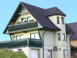 ...individuell geplant ! - Landhaus für Hanglage mit Keller und Garage - www.jk-traumhaus.de