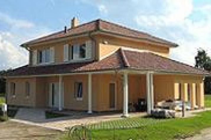 Individuell geplant mediterrane stadtvilla mit for Moderner baustil einfamilienhaus