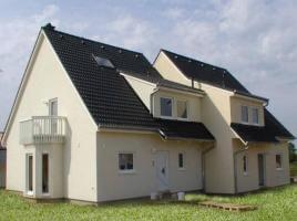 ...individuell geplant ! - Versetzt gebautes Doppelhaus, mehr Privatsphäre mit optischem Pfiff - www.jk-traumhaus.de